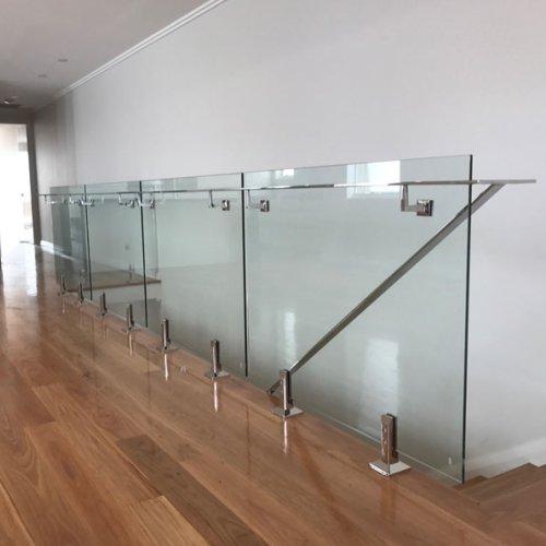 نرده شیشه ای در طراحی ساختمان